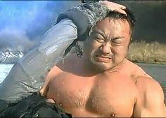 男性に乳首をナメられる肉体男