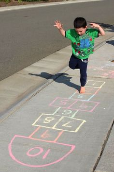Sidewalk Chalk Paint – Happiness is Homemade Sidewalk Chalk Paint – Happiness is Homemade Sidewalk Chalk Games, Homemade Sidewalk Chalk, Sidewalk Chalk Paint, Homemade Paint, Sidewalk Ideas, Easy Chalk Drawings, Craft Activities For Kids, Summer Activities, Kid Crafts