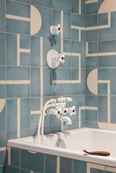 Home Decor Scandinavian Home Remodel On A Budget.Home Decor Scandinavian Home Remodel On A Budget Bad Inspiration, Bathroom Inspiration, Interior Inspiration, Simple Bathroom, Modern Bathroom, Bathroom Ideas, Decorating Small Spaces, Interior Decorating, Interior Paint
