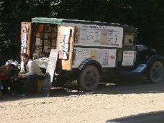 Biblioteca ambulante aldea hippie funciona en un furgon ford año 1934 ,y presta libros actualmente en calle Mercedes Sosa de mar de las pampas.El prestamo es con sistema de seña ,y con devolucion de la misma al regresar el libro prestado ,con lo cual el prestamo es gratuito