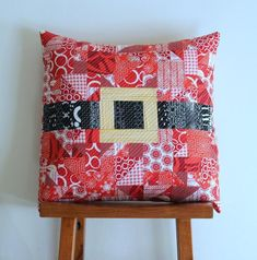 Modern Merry Christmas Pillow Pattern & This Giant Daisy Pillow will bring sunshine anytime! Find the ... pillowsntoast.com