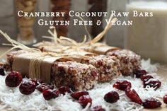 There is no excuse not to eat healthy when recipes are this easy. Here& a delicious recipe for vegan and gluten-free cranberry coconut raw breakfast bars. Breakfast Bars Healthy, Raw Breakfast, Healthy Bars, Healthy Breakfasts, Eat Healthy, Vegan Bar, Vegan Protein Bars, Vegan Snacks, Healthy Snacks