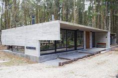 Suite Principal, Architectural Materials, Narrow House, Pine Forest, Master Suite, Concrete, Deck, Exterior, Architecture