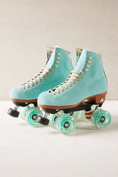 My inner Xanadu is loving these Moxi leather roller skates @ Urban Outfitters Roller Derby, Roller Skating, Rio Roller, Roller Rink, Rollers, Cool Stuff, Bright Summer Acrylic Nails, Roller Skate Shoes, E Skate