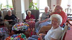 Hippystitch: June 2018 Knitted Flowers, Community Art, Flower Making, Flower Wall, Crochet Projects, June, Bloom, York, Knit Flowers