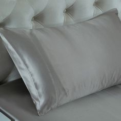 Sieber Grau,Seidene Kissenbezüge sind in der Lage, Falten und Haarproblemen vorzubeugen, denn 100%ige #Maulbeerseide ist reich an Protein, um den Kreislauf der Hautzellen zu fördern. Wir bieten Ihnen die #besten, #weichsten, #sanftesten Kissenbezüge aus Maulbeerseide, um Ihnen jede Nacht einen angenehmen Schlaf zu ermöglichen. Von https://www.oosilk.com/de/19mm-silk-pillowcase-housewife-c.html