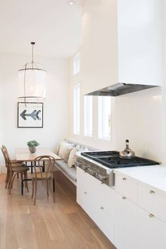Find breakfast nook furniture ideas and buy new decor items on domino. Domino shares breakfast nook furniture ideas for your kitchen area. Kitchen Benches, Kitchen Nook, New Kitchen, Kitchen Dining, Kitchen Decor, Kitchen Banquette, Kitchen Ideas, Kitchen Styling, Kitchen Designs