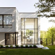 Simple black and white volumes form this home in Quebec City, which was built by local firm PARKA Architecture for a professional ice hockey player. Architecture Design, Minimalist Architecture, Residential Architecture, Contemporary Architecture, Small House Design, Modern House Design, Loft Design, Modern Exterior, Exterior Design