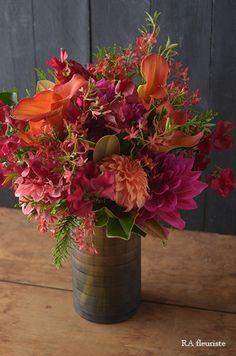 12月のレッスンレポート(艶やかな冬のブーケ) : Rieko Ando RA fleuriste blog Bunch Of Flowers, Orange Flowers, Colorful Flowers, Beautiful Flowers, Bouquet Champetre, Vase Arrangements, Flower Farm, Deco Table, Flower Making