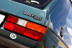 Dieser VW Golf I GTI von 1983 hat mächtig Power. 250PS um genau zu sein, denn Andreas Weibel aus der Schweiz hat ihm einen zweiten Motor in den Kofferraum gepackt. Wir haben das Bimotor-Monster und seinen Erschaffer besucht.