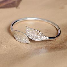 Gold Ring Designs, Gold Bangles Design, Gold Jewellery Design, Jewelry Design Earrings, Gold Earrings Designs, Bracelet Designs, Silver Bracelets For Women, Silver Bangle Bracelets, Silver Jewellery Indian