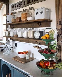 Awesome 35 Best DIY Farmhouse Kitchen Decorating Ideas http://homiku.com/index.php/2018/02/24/35-best-diy-farmhouse-kitchen-decorating-ideas/