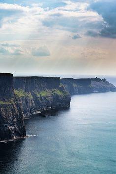 Le charme opère sur les falaises de Moher. @ Dublin, Irlande __ http://www.wee-go.com/sejour-linguistique/dublin #Ireland #travel