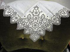 Rucna vysivka - rucnik. Sucast solcianskeho kroja. Praca mojej babky.