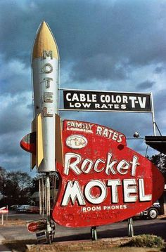 Corporatization of Roadside America Rocket Motel Neon sign Old Neon Signs, Vintage Neon Signs, Old Signs, Advertising Signs, Vintage Advertisements, Vintage Ads, Vintage Space, Look Vintage, Vintage Design