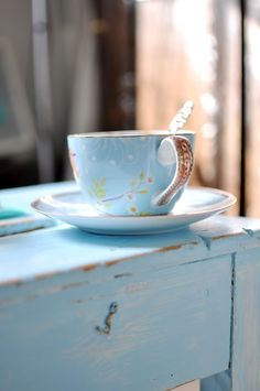 Shabby Chic and Vintage Tea cup. Pip Studio, My Cup Of Tea, My Favorite Color, Favorite Things, Shades Of Blue, Cup And Saucer, Tea Time, Coffee Time, Morning Coffee