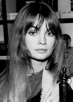 jean shrimpton Doesn't this remind you of Yardley cosmetics from the I loved their little pots of lavendar eyeshadow. Jean Shrimpton, Swinging London, She Is Gorgeous, Beautiful Eyes, Colleen Corby, Divas, 1960s Hair, Look Jean, Pattie Boyd