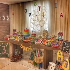 Festa infantil com tema super educativo para crianças: Letras! Decoração muito linda e charmosa por @calissafestas  #kikidsparty