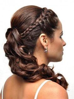 lófarok+esküvői+frizurák+-+lófarok+fonással+díszítve