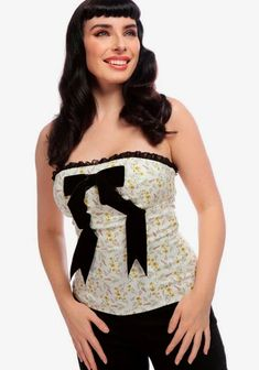 Uutuudet - Nopea toimitus! - Miss Windy Shop 1950s Prom, Bodice Top, Prom Looks, White Tops, Lace Trim, Pin Up, Floral, Black Velvet, Wild Flowers