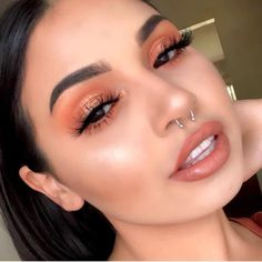 Soft coral eye makeup with flawless makeup. Romantic date night makeup look. Soft coral eye makeup with flawless makeup. Romantic date night makeup look. - Das schönste Make-up Glam Makeup, Coral Eye Makeup, Spring Eye Makeup, Flawless Makeup, Gorgeous Makeup, Pretty Makeup, Skin Makeup, Makeup Inspo, Makeup Inspiration