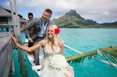 An outrigger canoe will transport traditionally the groom to the wedding location, but sometimes can be the bride or both of you depending on the resort.