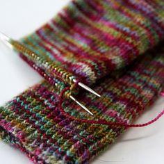 Knitting Socks For Beginners Circular Needles Trendy Ideas Knitting & strickstrümpfe für anfänger rundstricknadeln trendige ideen stricken & chaussettes à tricoter pour débutants aiguilles circulaires idées tendance tricot Magic Loop Knitting, Knitting Kits, Free Knitting, Knitting Socks, Knitting Patterns, Knit Socks, Knitting Ideas, Scarf Knit, Knitted Slippers