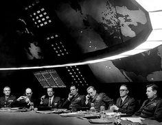 """War Room in """"Dr. Seltsam oder: Wie ich lernte, die Bombe zu lieben"""" (1963) © Sir Ken Adam, Deutsche Kinemathek – Ken Adam Archive. Quelle: Pineapples 101"""