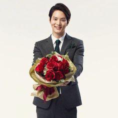 """IG @ joiwon_thailand _fanclub """"Monday Morning~^^ อรุณสวัสดิ์ค่ะ หลังจากหยุดยาวกันไปหลายวัน วันนี้เริ่มทำงานเป็นวันแรก มีรอยยิ้มหวานๆ ดอกไม้สวยๆมาฝาก เป็นกำลังใจในการเรียนและการทำงาน…"""""""