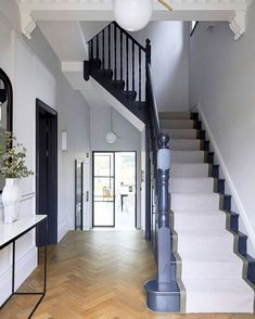 TRINITY LONDON, is a spacious 5 bedroom semi detached house in Wandsworth. The house has been extended and refurbished to an extremely high standard boasting tasteful interiors and open plan living spaces. Edwardian Hallway, Edwardian House, 1930s Hallway, 1920s House, 1930s House Decor, Edwardian Staircase, Victorian House London, Entrance Hall Decor, House Entrance