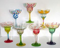 Beautiful hand painted margarita glasses. Etched Wine Glasses, Hand Painted Wine Glasses, Margarita Glasses, Crafts To Make And Sell, Beer Mugs, Cocktails, Glass Ceramic, Painting Patterns, Homemade Gifts