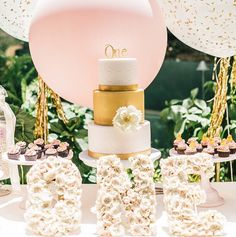 chic, baby birthday party, first birthday party, yumminess, gold and white cake, giant balloons, hotel bel air, cutest photos, luxury kids party, giant balloons, aboutdetailsdetails, white florals