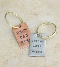 Best Dad Ever Key chain. Perfect for Father's Day. By www.nelleandlizzy.com
