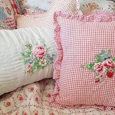 Rose Bedroom Decor: No Longer a Mystery – Dillardshome - Modern Rose Bedroom, Bedroom Decor, Bedroom Ideas, Red Decorative Pillows, Purple Bedrooms, Mid Century Modern Bedroom, Cottage Interiors, Country Interiors, Simply Shabby Chic