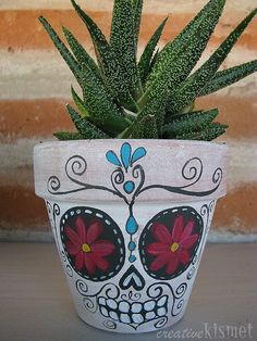 Day of the Dead Planters ~ Regina Lord of Creative Kismet Clay Pot Crafts, Diy And Crafts, Crafts For Kids, Arts And Crafts, Painted Flower Pots, Painted Pots, Terra Cotta, Halloween Gifts, Halloween Decorations