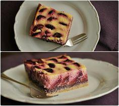Modrobílý švestkový koláč