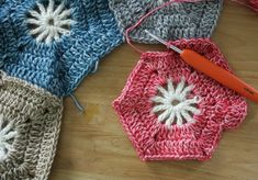Crochet Hexagon Blanket Step By Step Tutorial by Happy in Red Crochet Hexagon Blanket, Crochet Blanket Patterns, Crochet Granny, Knit Crochet, Crochet Blankets, Baby Blankets, Diy Projects To Try, Elsa, Winter Hats