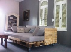 trendy diy furniture couch homemade sofas - New ideas Rustic Bedroom Furniture, Wood Bedroom Furniture, Diy Home Decor Bedroom, Pallet Furniture, Furniture Decor, Bedroom Ideas, Furniture Design, Pallet Daybed, Diy Pallet Sofa