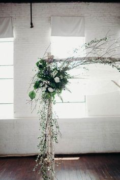 Boho doesn't mean overpowering - we love this minimal floral arch #BohoWedding