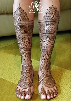 Find out the best bridal mehndi designs for foot and legs. Choose from the easy mehndi design images shown here with different patterns of floral, peacock, leaf-like. Unique Mehndi Designs, Wedding Mehndi Designs, Dulhan Mehndi Designs, Wedding Henna, Beautiful Henna Designs, Leg Mehndi, Legs Mehndi Design, Foot Henna, Mehndi Design Pictures