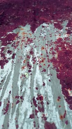 Iva Trzcinska | Obrazy destrukcji #29 | Obrazy destrukcji to cykl dokumentujący zapis destrukcji, czyli powolnego niszczenia zarówno obiektów stworzonych przez człowieka, jak i wytworów naturalnych. Próba doszukania się piękna w tym, co z założenia powinno być zapisem brzydoty. Zdjęcia autorskie przetworzone cyfrowo.