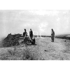 ESPAÑOLES EN MARRUECOS. CENTINELAS DEL TABOR ESPAÑOL CUSTODIANDO LA BATERÍA DEL CAMPAMENTO DE ALCAZALQUIVIR01/07/1911.: Descarga y compra fotografías históricas en | abcfoto.abc.es
