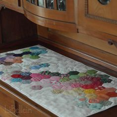 Libellein Paper Piecing, Different Colors, Make Your Own, Blog, Kids Rugs, Hexagons, Crafts, Inspiration, Design