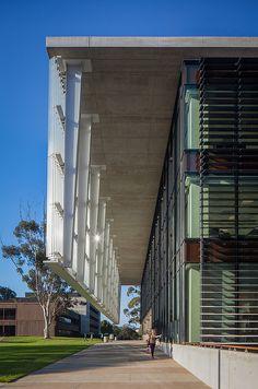 UCSD: A Built History of Modernism,Medical Education and Telemedicine Building © Darren Bradley