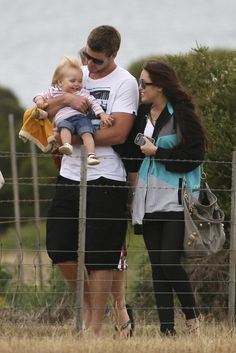 Miley Cyrus and Liam Hemsworth hung out with a young family member while vacationing in Australia in January Liam Y Miley, Liam Hemsworth And Miley, Chris Hemsworth, Miley Cyrus Show, Lgbt, Miley Stewart, Shows In Nyc, The Last Song, Young Family