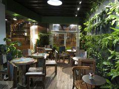 LA CAFEOTHEQUE - En plein cœur de Paris, ce lieu vous invite dans un endroit convivial, authentique, calme.