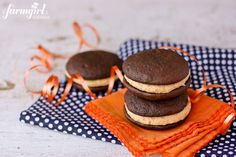 whoopie pies with fluffy peanut butter marshmallow cream - www.afarmgirlsdabbles.com
