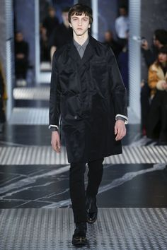 Découvrez la nouvelle collection Homme Automne/Hiver 2015-2016 présentée par Prada à Milan.