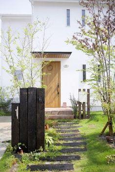 アプローチ 枕木 - Yahoo!検索(画像) Entrance Gates, House Entrance, Love Garden, Home And Garden, Clinic Design, Japanese House, Small Gardens, Inspired Homes, Garden Planning