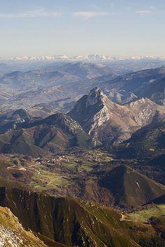 Peña Mellera desde la sierra del Cuera, Asturias (Spain)